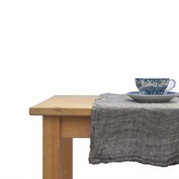 bordløber i vasket hørvoile i natur-grå melange
