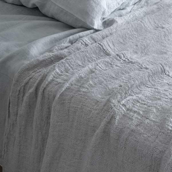 sengetæppe i hør