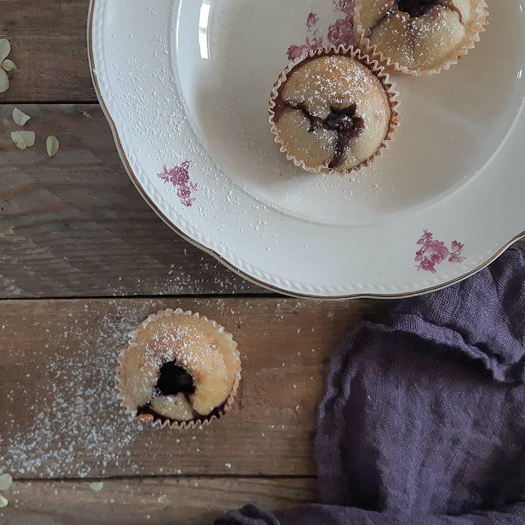 kirsebær-mandel muffins