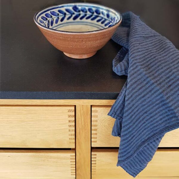 hørviskestykke blå-sort stribet